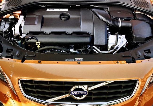 2013 Volvo S60 T6 R-Design Engine Bay Pictures